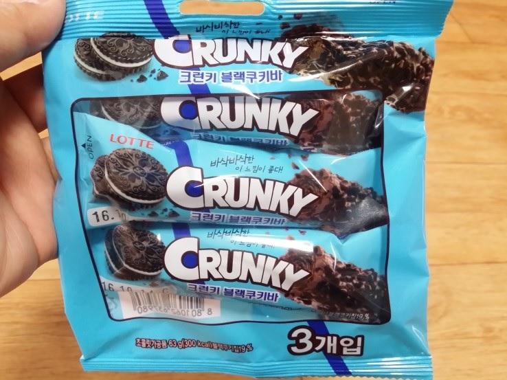 Lotte food crunky black cookie bar for Food bar manufacturers